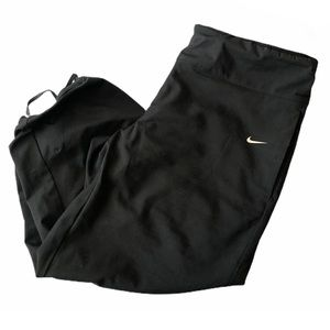 Nike DRI-FIT cropped drawstring waist and leg pant